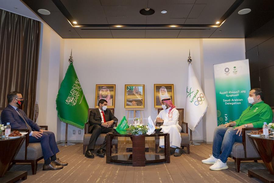 """""""الفيصل"""" يلتقي بنائب رئيس البعثة البحرينية في الأولمبياد"""