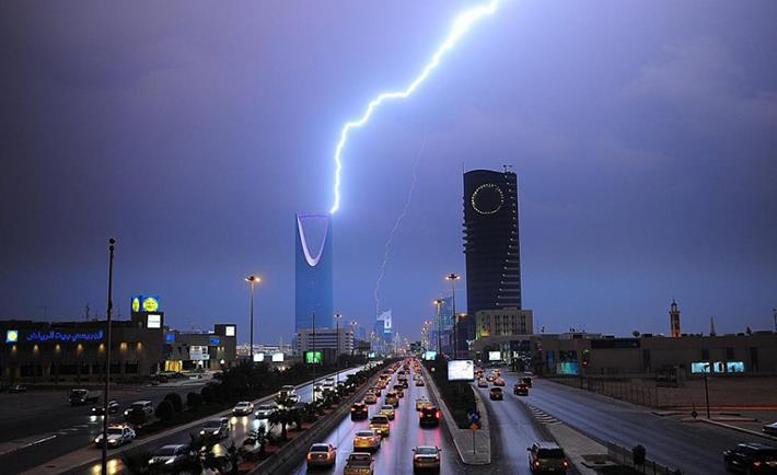 حالة الطقس المتوقعة غداً الجمعة: أمطار رعدية وانخفاض درجات الحرارة على هذه المناطق