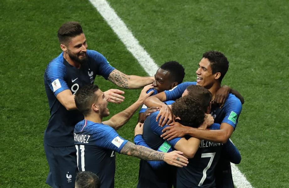 لاعبو ألمانيا يهنئون منتخب فرنسا