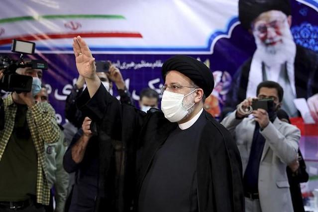 قبول ملف 7 مرشحين للانتخابات الرئاسية الإيرانية المقبلة باستثناء لاريجاني وأحمدي نجاد