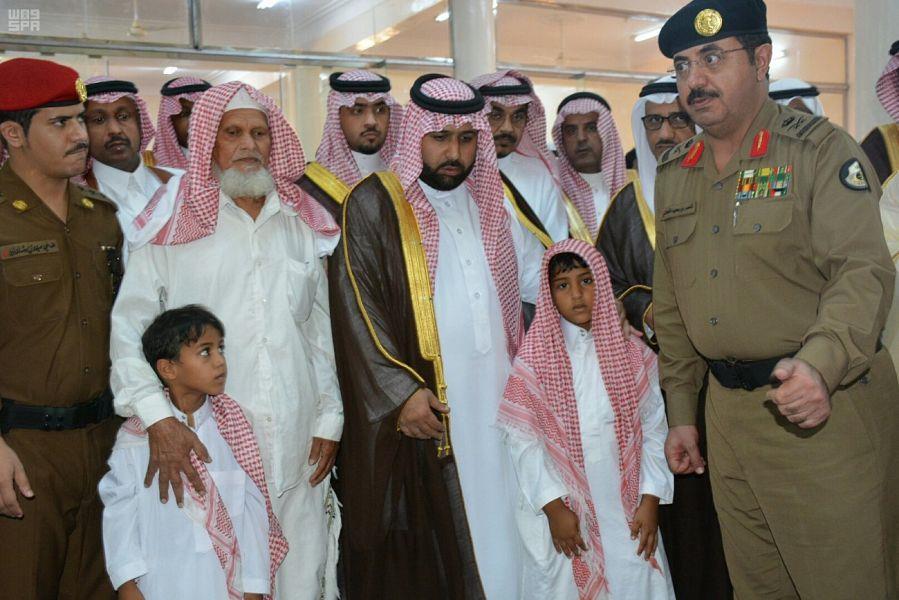 نائب أمير منطقة جازان يؤدي صلاة الميت على الشهيد عواجي عطيف