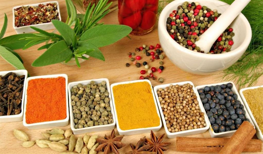 تريد إنقاص وزنك؟ إليك 13 نوعًا من الأعشاب والبهارات ستساعدك