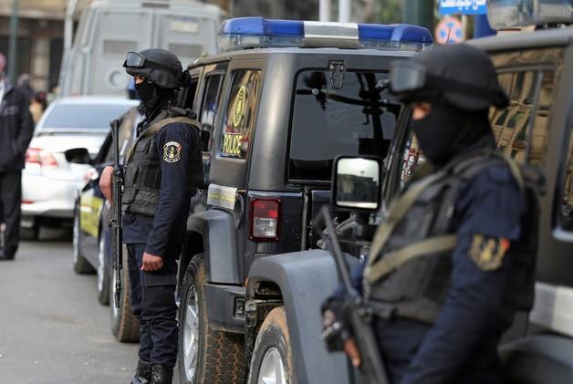 لمدة 32 عاماً.. مصري ينتحل صفة ضابط ويوهم الجميع بذلك حتى زوجته وأبناءه