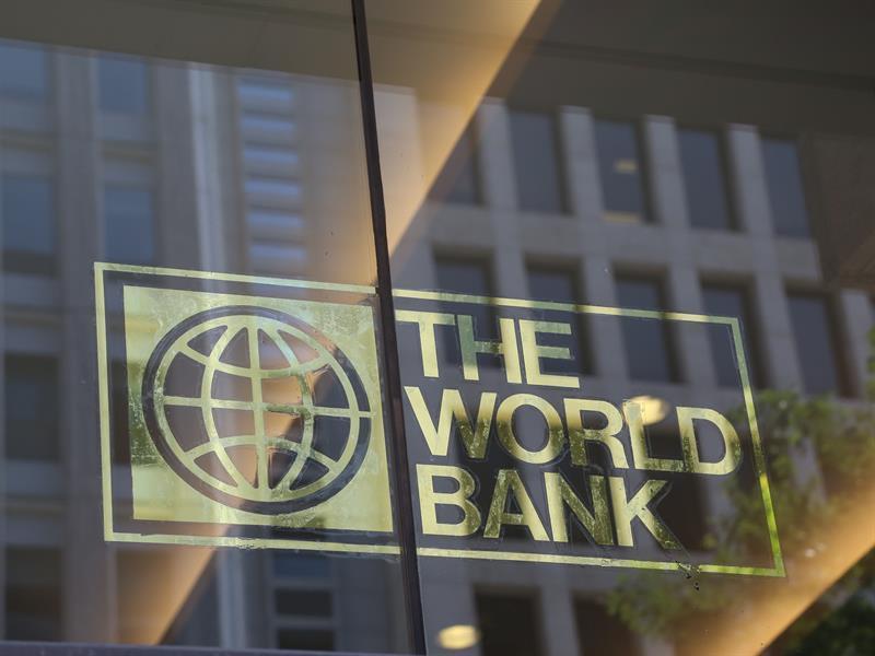 """البنك الدولي يرصد 12 مليار دولار لتطعيم نحو مليار شخص بالدول النامية ضد """"كورونا"""""""