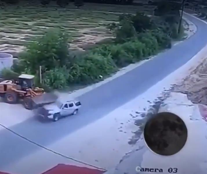 """فيديو.. تصادم مروع بين سيارة """"يوكن"""" مسرعة و""""شيول"""" بتنومة"""