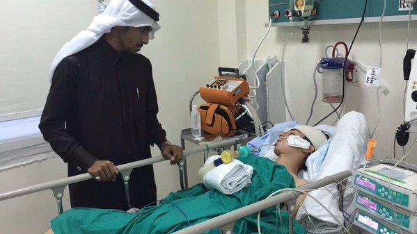 لاعب نادي الكوكب محمد العنزي يتلقى العلاج