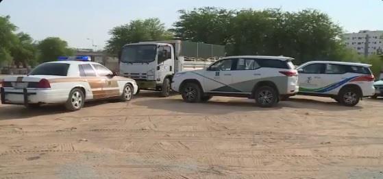 مداهمة شاحنة منتجات مغشوشة في الرياض