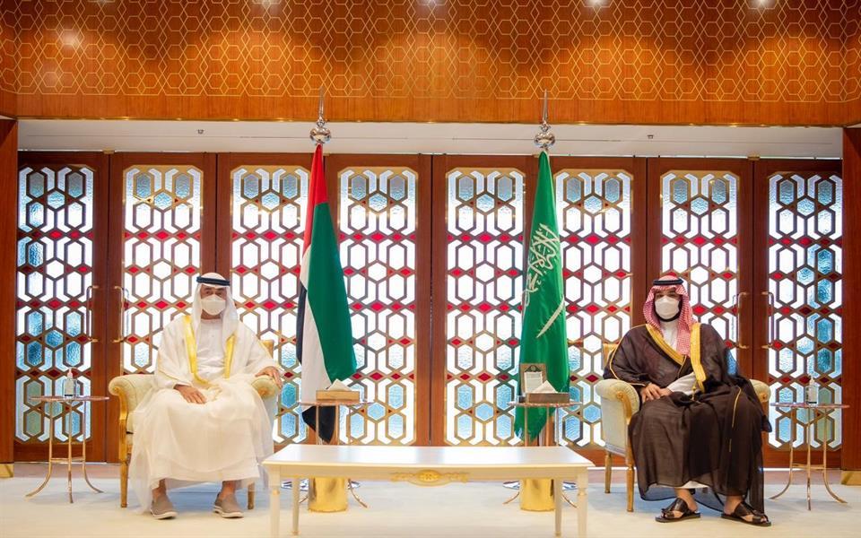ولي العهد يجتمع بولي عهد أبوظبي ويستعرضان العلاقات الأخوية ومستجدات الأوضاع الإقليمية والدولية