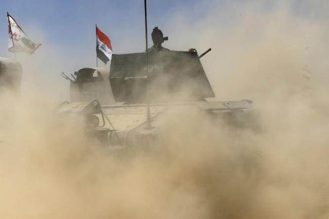 رفع العلم العراقي في قلب تلعفر والجيش يقترب من استعادتها بالكامل