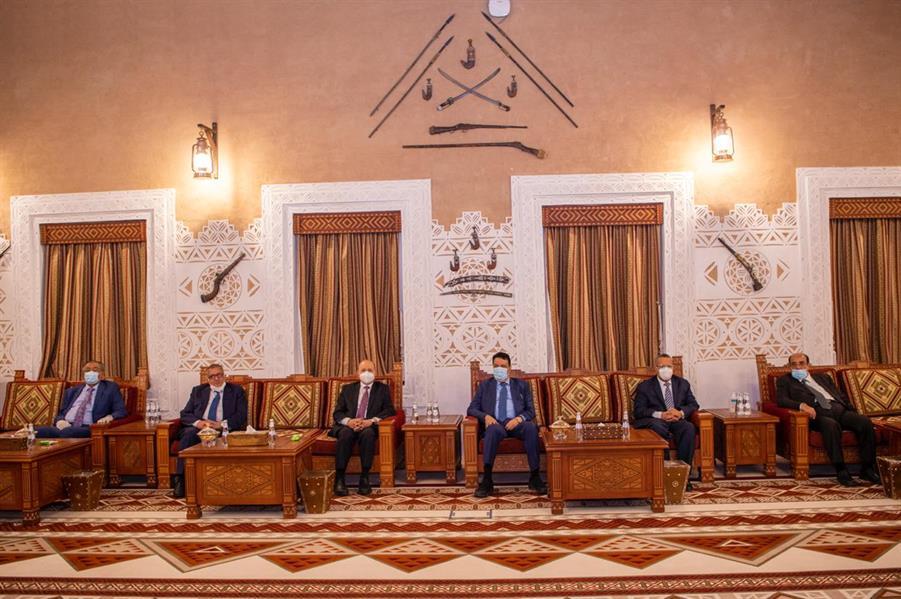 نائب وزير الدفاع يستقبل رئيس مجلس النواب اليمني ومسؤولين يمنيين