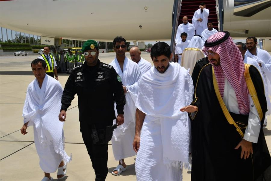 بالصور.. ولي عهد دبي يصل إلى المملكة لأداء مناسك العمرة