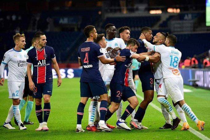 قمة الدوري الفرنسي تتحول إلى مضـاربة عنيفة والحكم يطرد 5 لاعبين