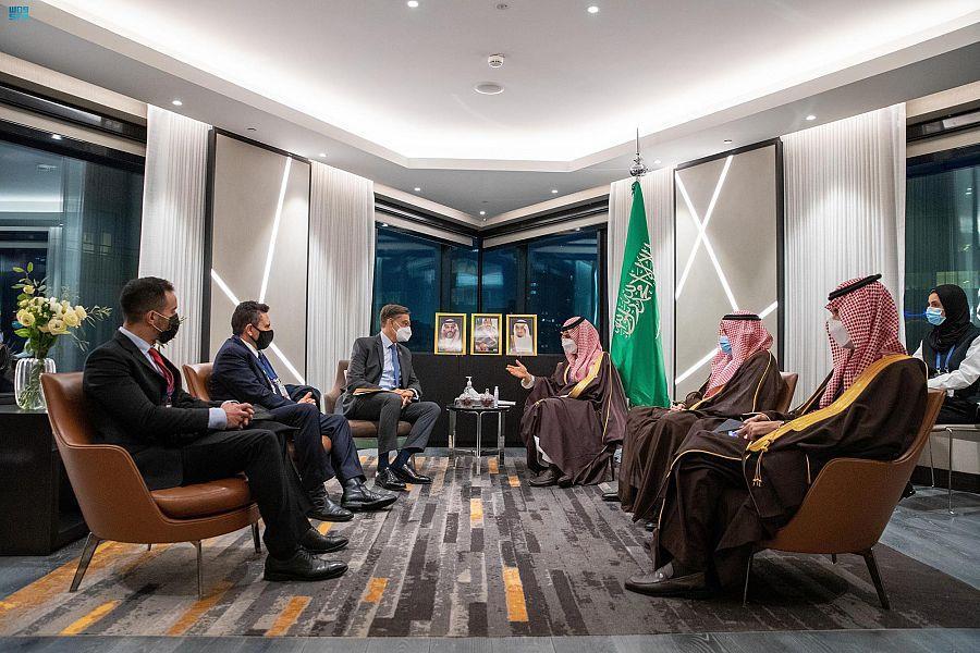 الأمير فيصل بن فرحان يلتقي الوزير الأول في الجزائر ونظيره الفنزويلي (صور)