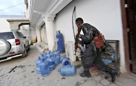 الشرطة: قوات صومالية خاصة تستعيد جزءا من فندق من متشددين
