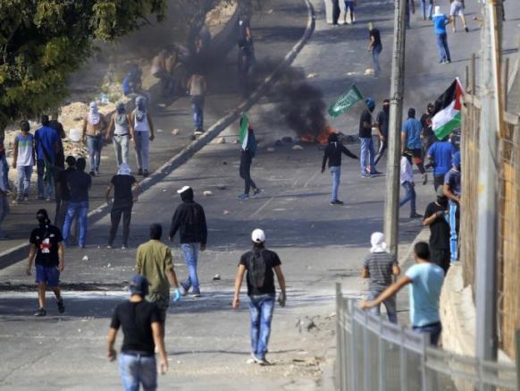 اشتباكات بين الفلسطينيين وقوات الاحتلال في القدس الشرقية