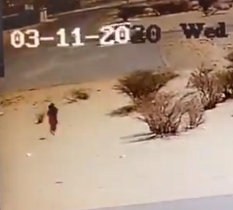 كاميرا مراقبة توثق لحظة تهريب قائد مركبة لخادمة من منزل كفيلها بنجران