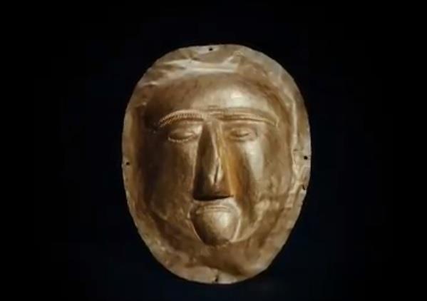 وزير الثقافة ينشر فيديو لقناعٍ أثري يعود لطفلة عاشت في القرن الأول الميلادي