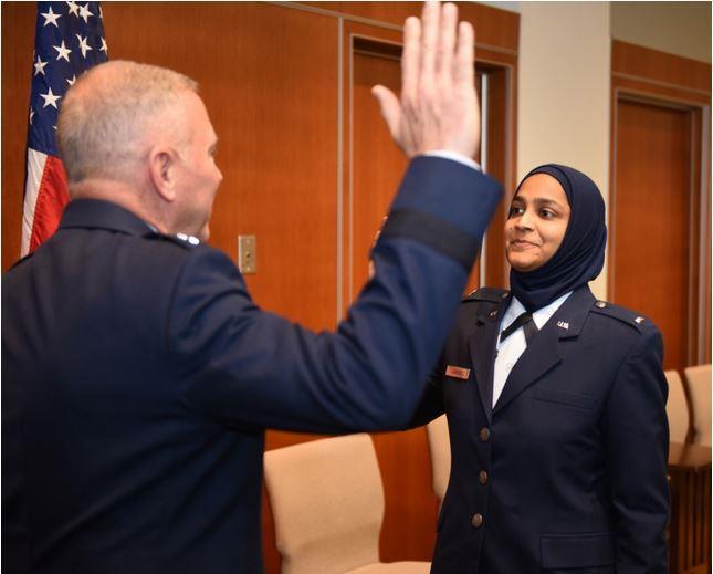 اول فتاة مسلمة في وزارة الدفاع الامريكية