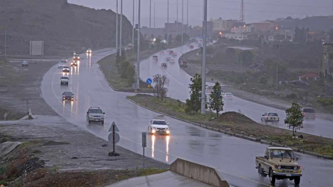 """""""الإنذار المبكر"""" يصدر تنبيهات متقدمة بهطول أمطار رعدية على مكة والباحة وعسير"""