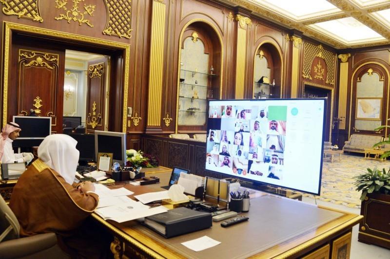 """""""الشورى"""" يطالب بوضع نظام يُجرِّم """"المكاتب والأفراد"""" الذين يُعدون البحوث للطلاب"""