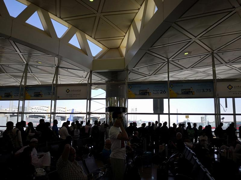 تكدس الركاب وتأخر رحلات بمطار الرياض