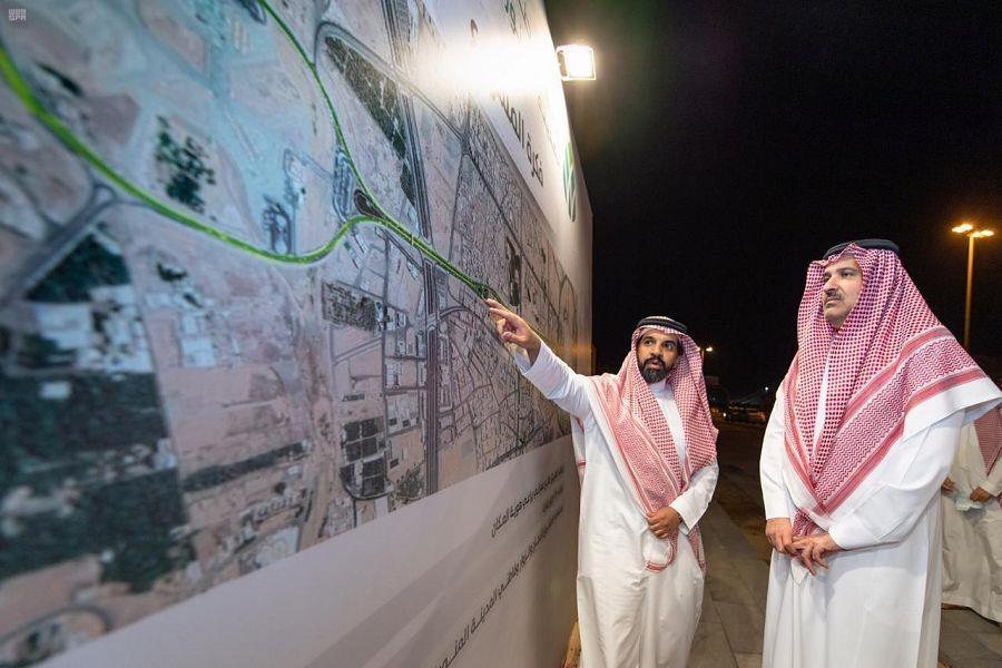 """الأمير فيصل بن سلمان يتفقد أعمال مشروع """"جادة أحد"""""""