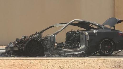 تعرض الأمير محمد بن خالد بن طلال لحـادث مروري مروع.. وأقاربه يهنئونه بالسلامة (صورة)