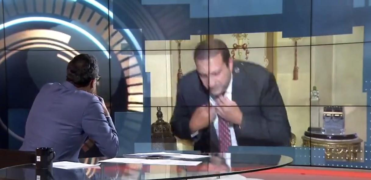 """شاهد .. الداعية عمرو خالد ينسحب على الهواء بسبب سؤال حول علاقته بـ """"الإخوان"""""""