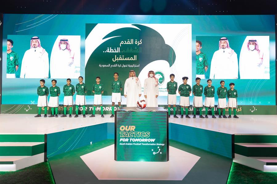 """بشعار """"الشغف.. الخطة.. المستقبل"""".. وزير الرياضة يطلق استراتيجية تحول كرة القدم السعودية"""