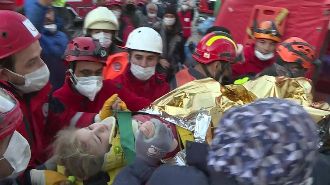 زلزال تركيا.. إنقاذ طفلة في الثالثة من العمر بعد 65 ساعة تحت الأنقاض