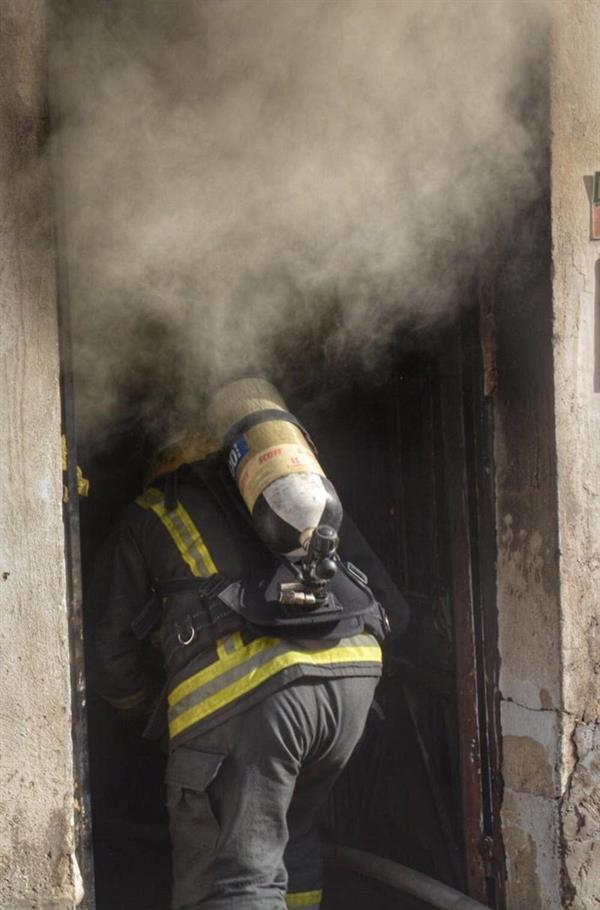 """تسبب بإصابة امرأتين.. """"شبهة جنائية"""" في حريق منزل بجدة تحيله للجهات الأمنية (صور)"""