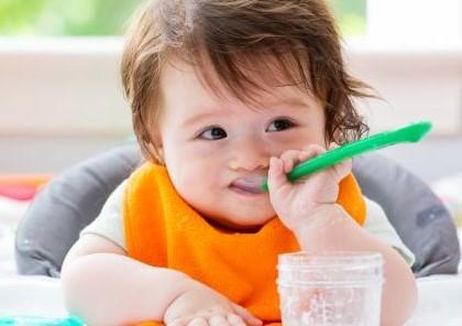 علامات استعداد الرضيع للأغذية.. وهذا ما نراعيه عند التغذية