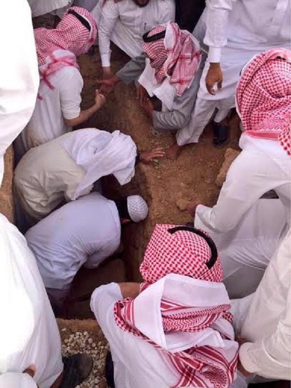 """بالصور .. تشييع جُثمان """"سعود الدوسري"""" من جامع الملك خالد بالرياض"""