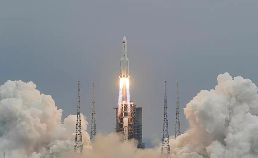 الصاروخ الصيني حديث العالم .. خارج عن السيطرة ويخشى أن يسقط من الفضاء على مناطق سكنية