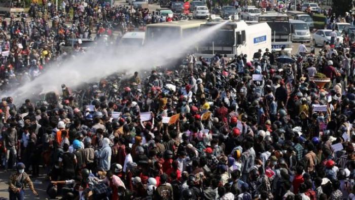 إضراب عام في ميانمار والمحتجون يتحدون تحذيرات المجلس العسكري
