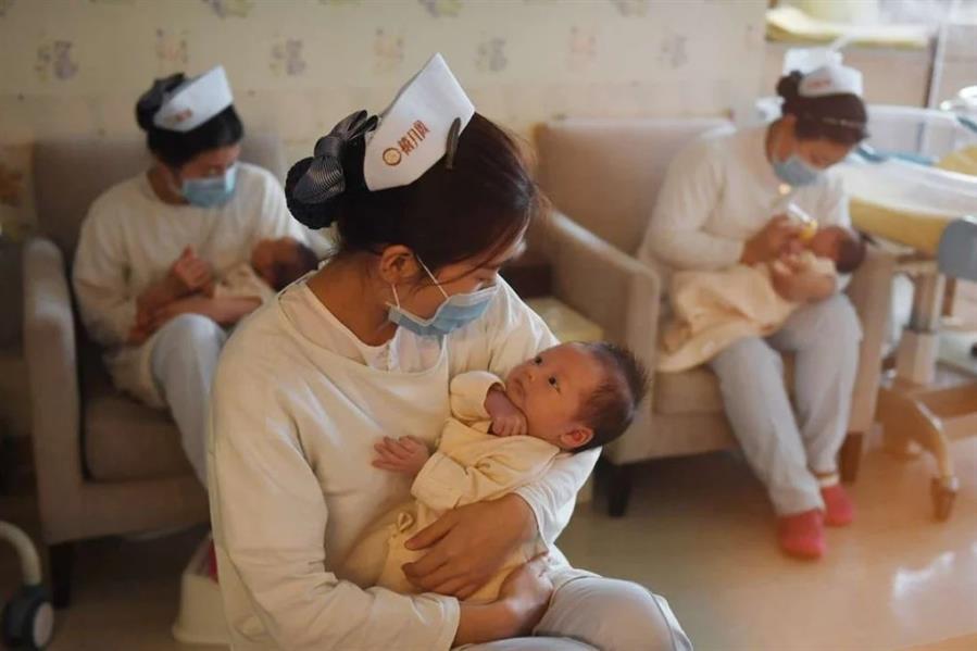 ألغت الصين حد الإنجاب لطفلين لكل زوجين بسبب انخفاض معدل المواليد