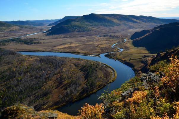 10- نهر آمور: يعتبر نهر آمور عاشر أطول نهر في العالم وأبرز أنهار الاتحاد  الروسي، وهو موجود على الحدود بين روسيا والصين ويبلغ طوله حوالي 4444 كلم.
