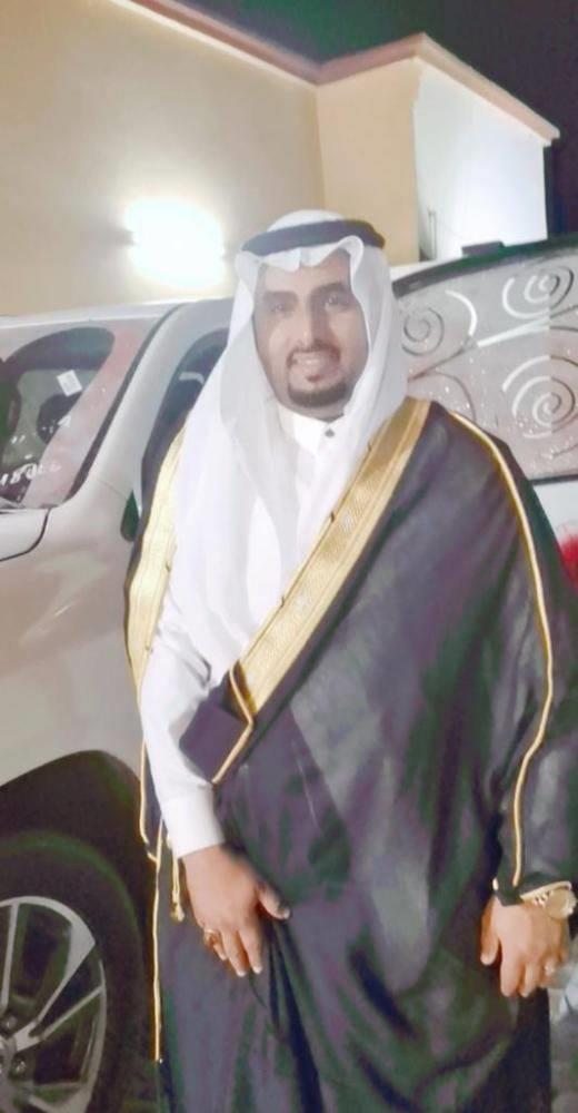 مواطن يهدي زوجته سيارة فارهة بمناسبة عيد الفطر وذكرى البيعة