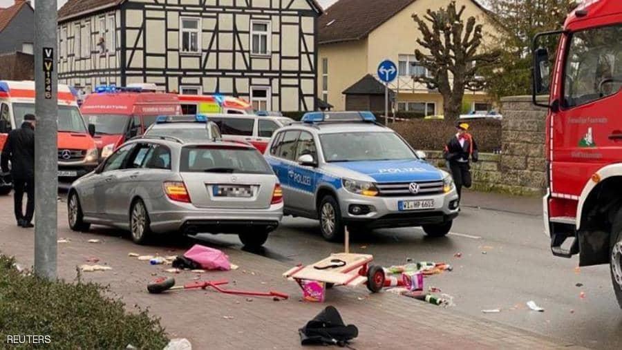 عدد كبير من عناصر الشرطة في موقع الحادث في فولكمارسين