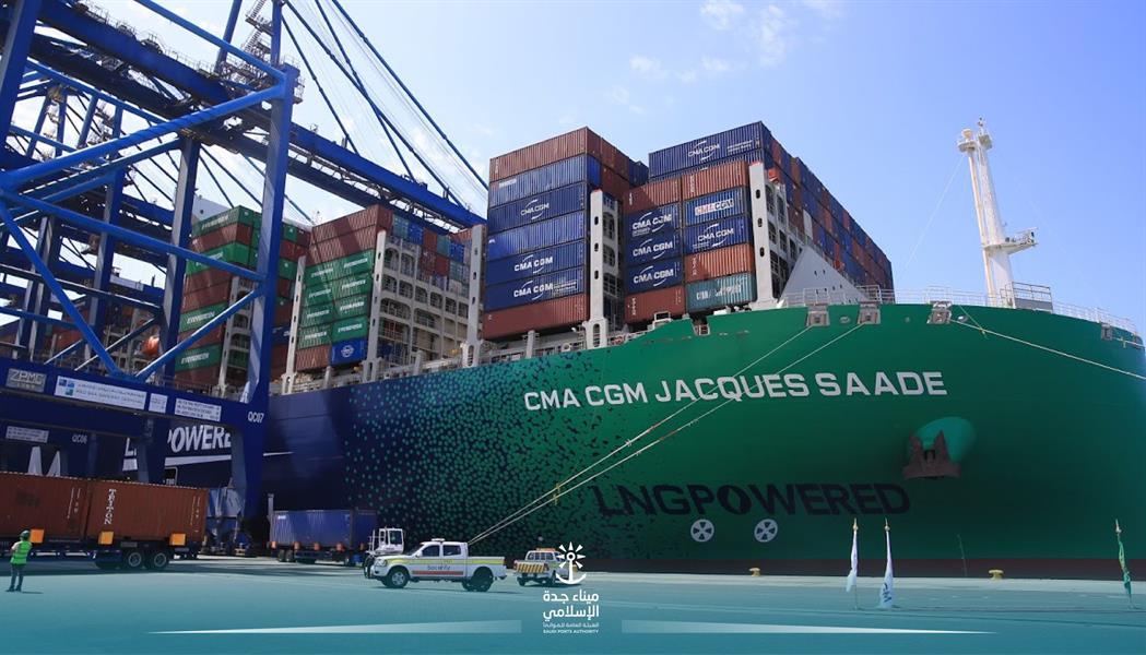 ميناء جدة يستقبل أكبر سفينة حاويات في العالم تعمل بالغاز الطبيعي