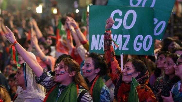 محكمة باكستانية تسجن 100 من نشطاء المعارضة والمواجهات مستمرة بين المحتجين والشرطة