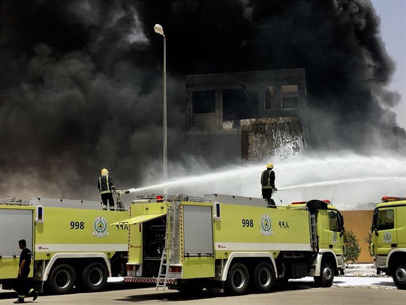 صور.. حريق في مصنع للطلاء بالرياض وإصابة 4 أشخاص