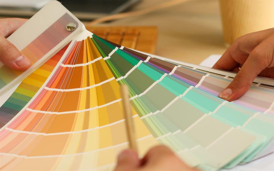 تعرّف على حالتك الصحية حسب لون البول (صور)