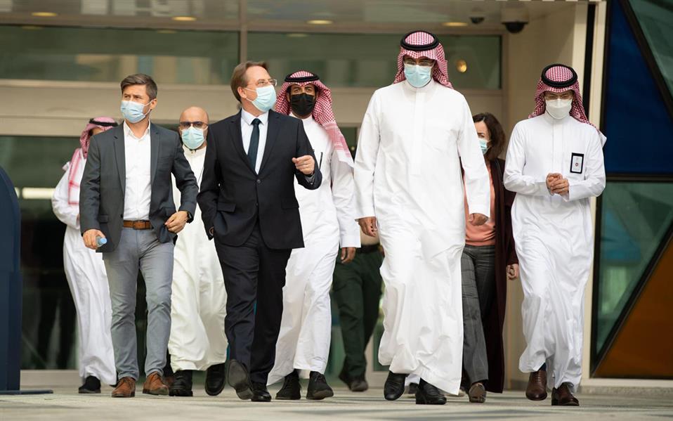 السفير الفرنسي يزور مركز الملك عبد الله المالي