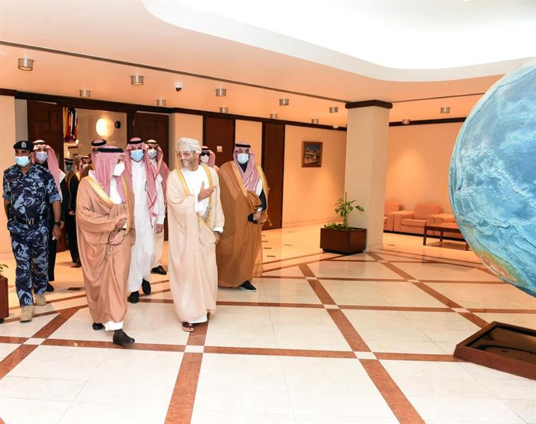 وزير الخارجية يعقد مع نظيره العُماني مشاورات ثنائية في مسقط