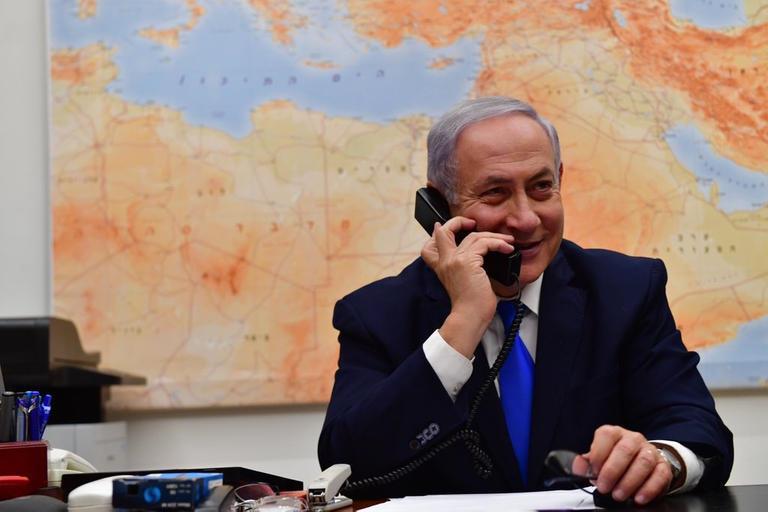 """بعدما طال انتظارهم.. دبلوماسي إسرائيلي ينشر رقم هاتف نتنياهو ويدعو """"بايدن"""" للاتصال به"""