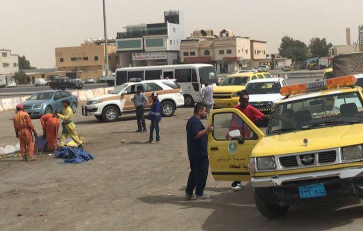 بالصور.. شرطة الرياض تضبط 100 مخالف ومستودعاً يزيف القائمون عليه تواريخ الصلاحية