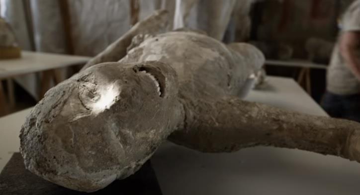 """بعد نحو ألفي عام.. العثور على رفات """"ثري وعَبْده"""" توفيا في انفجار بركاني في مدينة رومانية"""