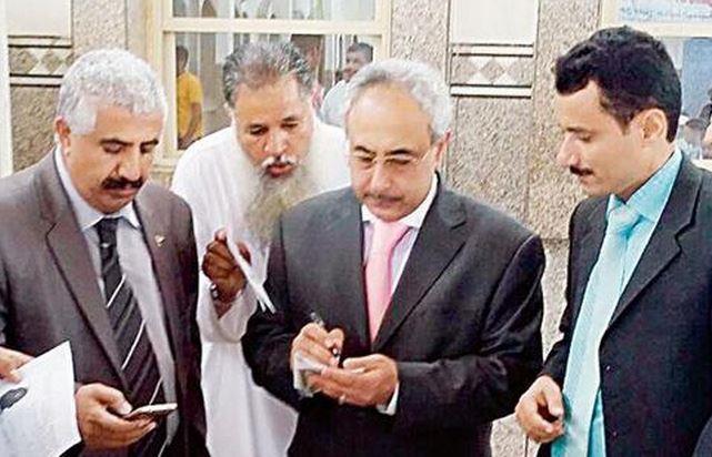 القنصل اليمني: جوازات لليمنيين من حاملي «بطاقة زائر»
