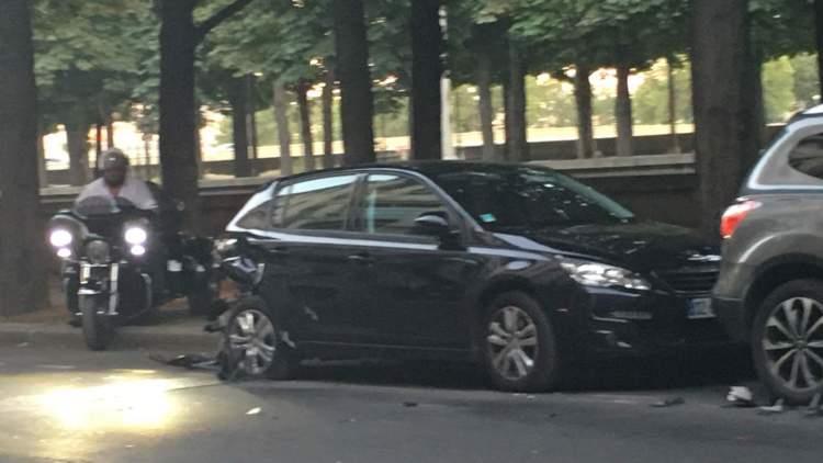 بالصور.. سعودي يحطم سيارته الإيطالية الفريدة من نوعها